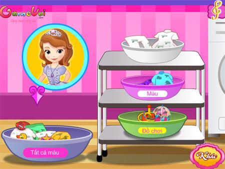 Sofia giặt quần áo