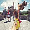 Nắm tay nhau đi khắp thế gian