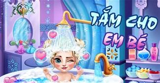 Tắm cho em bé