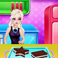 Elsa Cooking Ice Cream Sandwiches