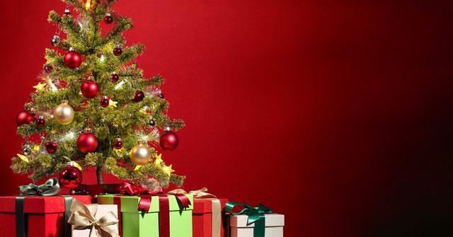 Trên đỉnh cây thông Noel, mọi người thường treo thứ gì?